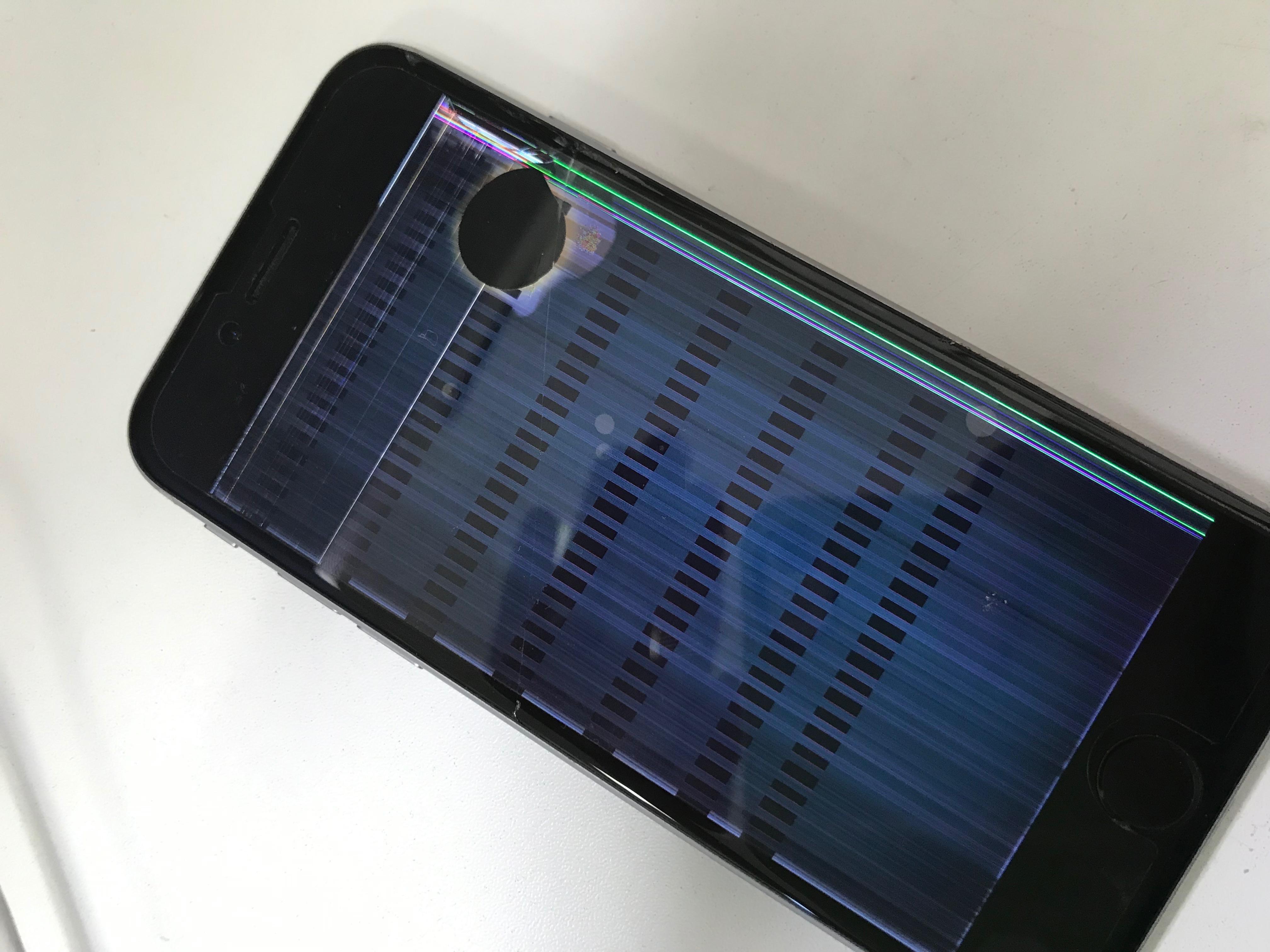 修理前:iPhone6sの画面が・・・!!こんな状態からでも♪