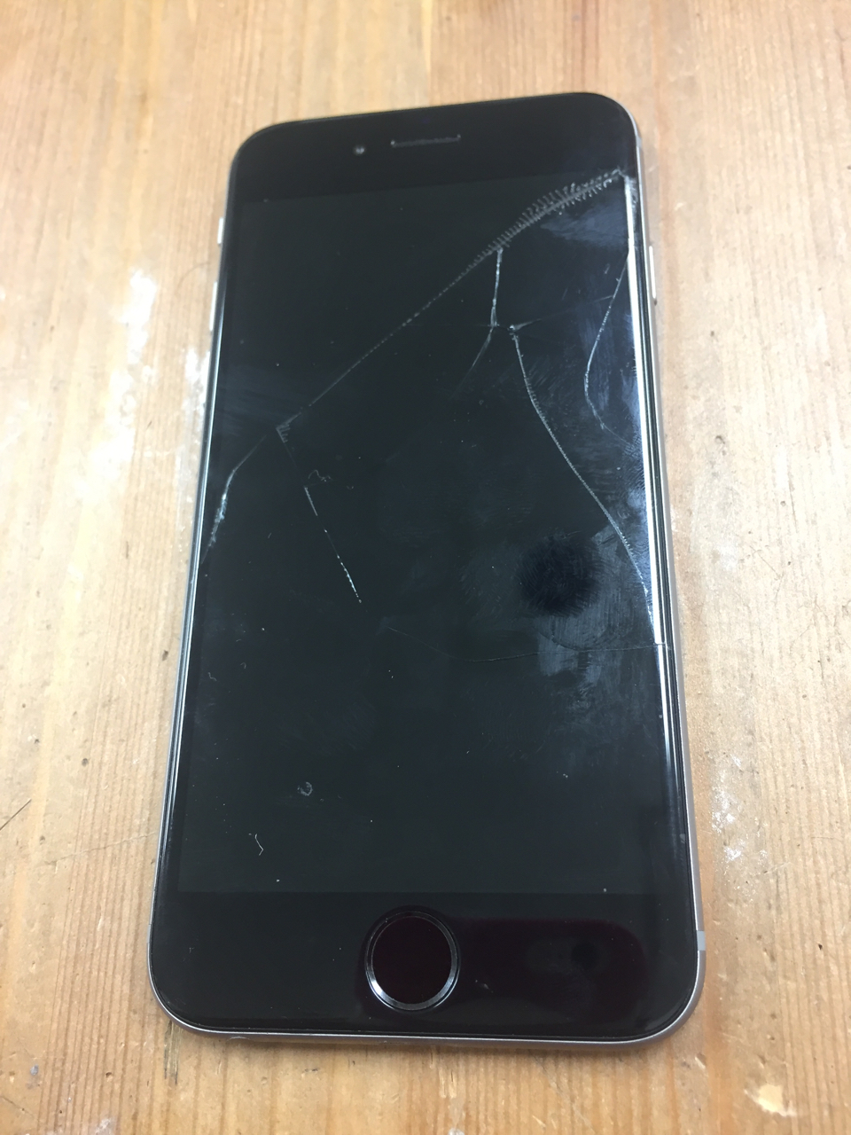 修理前:画面+バッテリーの同時修理も即日可能です!